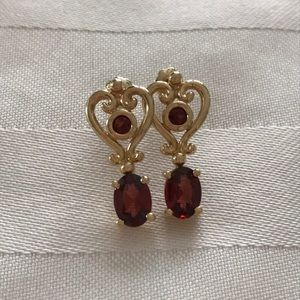 T&C Town & Country 14k Gold Garnet Earrings